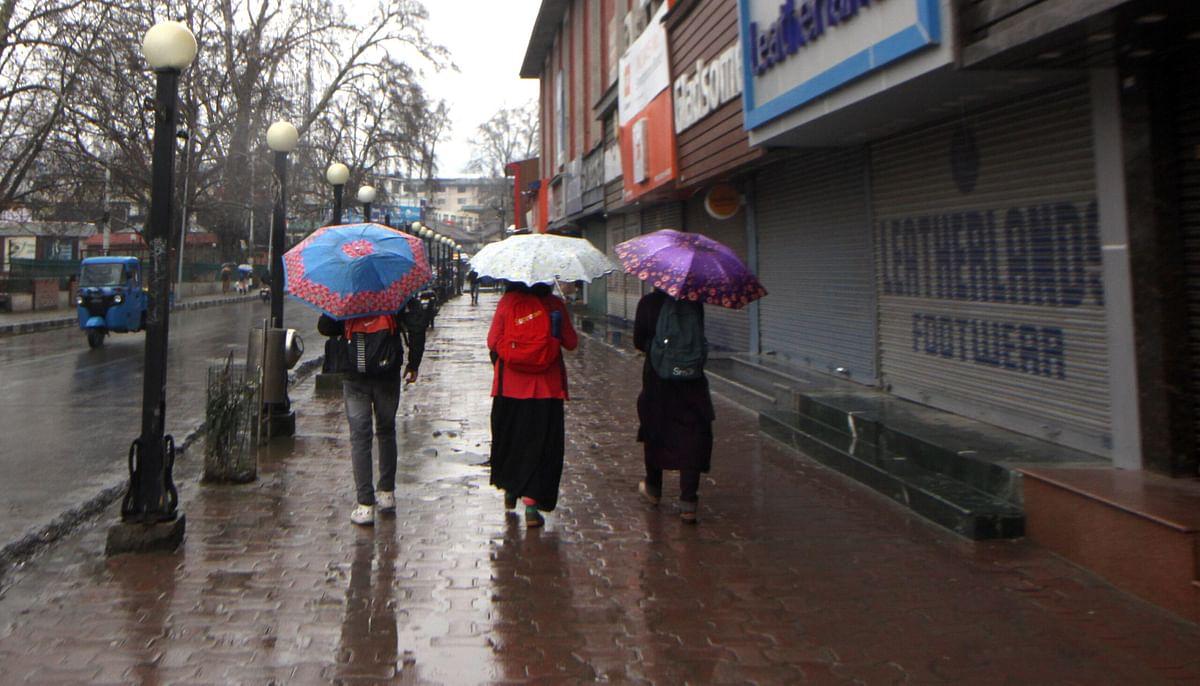 Intermittent rain, snow lash Jammu and Kashmir