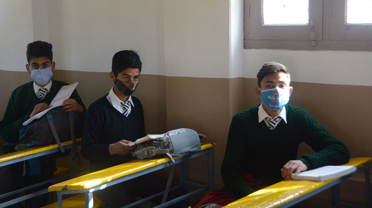 Sopore school shut for a week after three teachers test COVID-19 positive