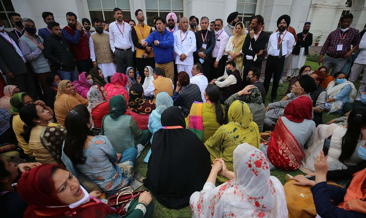 J&K DDC members call off protest, scheduled to meet LG Sinha on Friday
