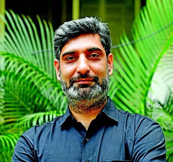 Pune-based Kashmiri social entrepreneur creates valuable fashion accessories from single-use plastic waste