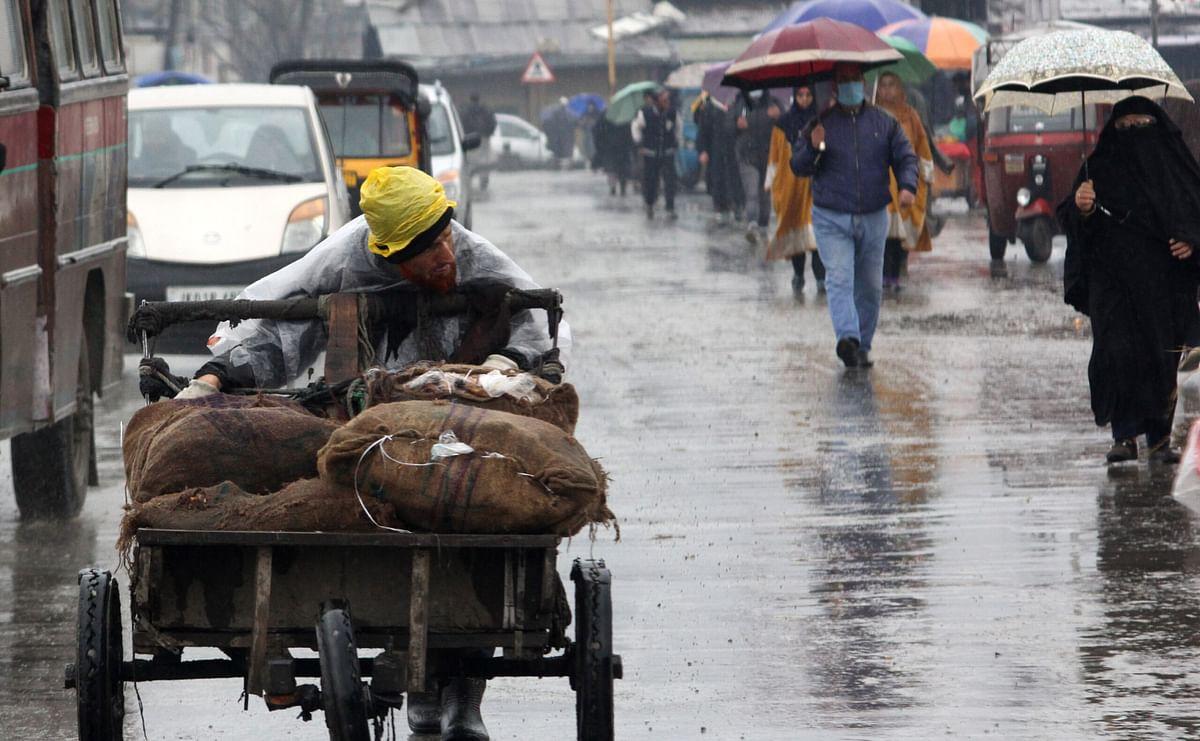 Incessant rains hit normal life in Srinagar