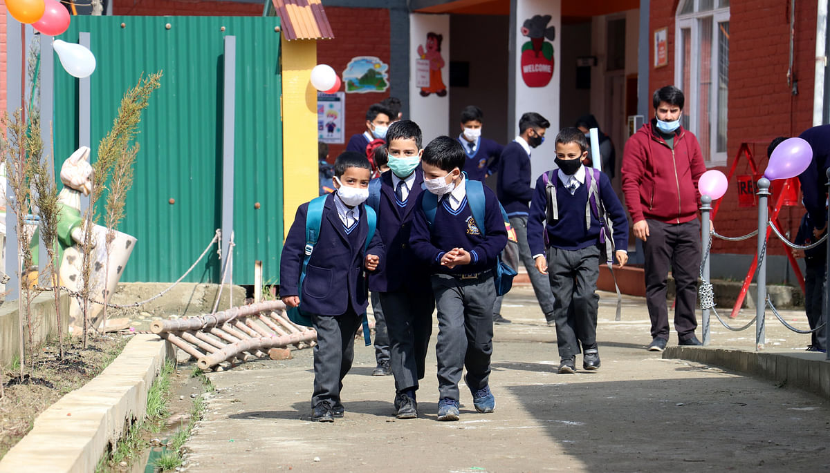 Amid COVID-19 resurgence, govt authorizes DCs to take call on continuation of class work in J&K schools