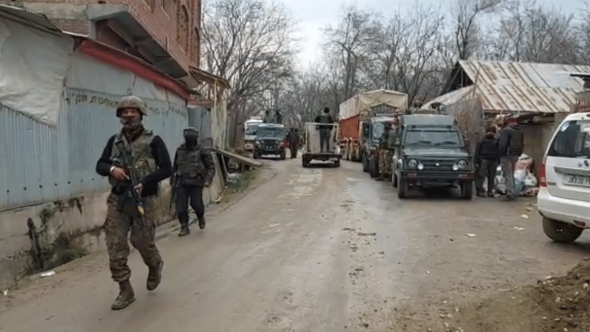 Militant killed in ongoing gunfight in south Kashmir's Shopian: Police