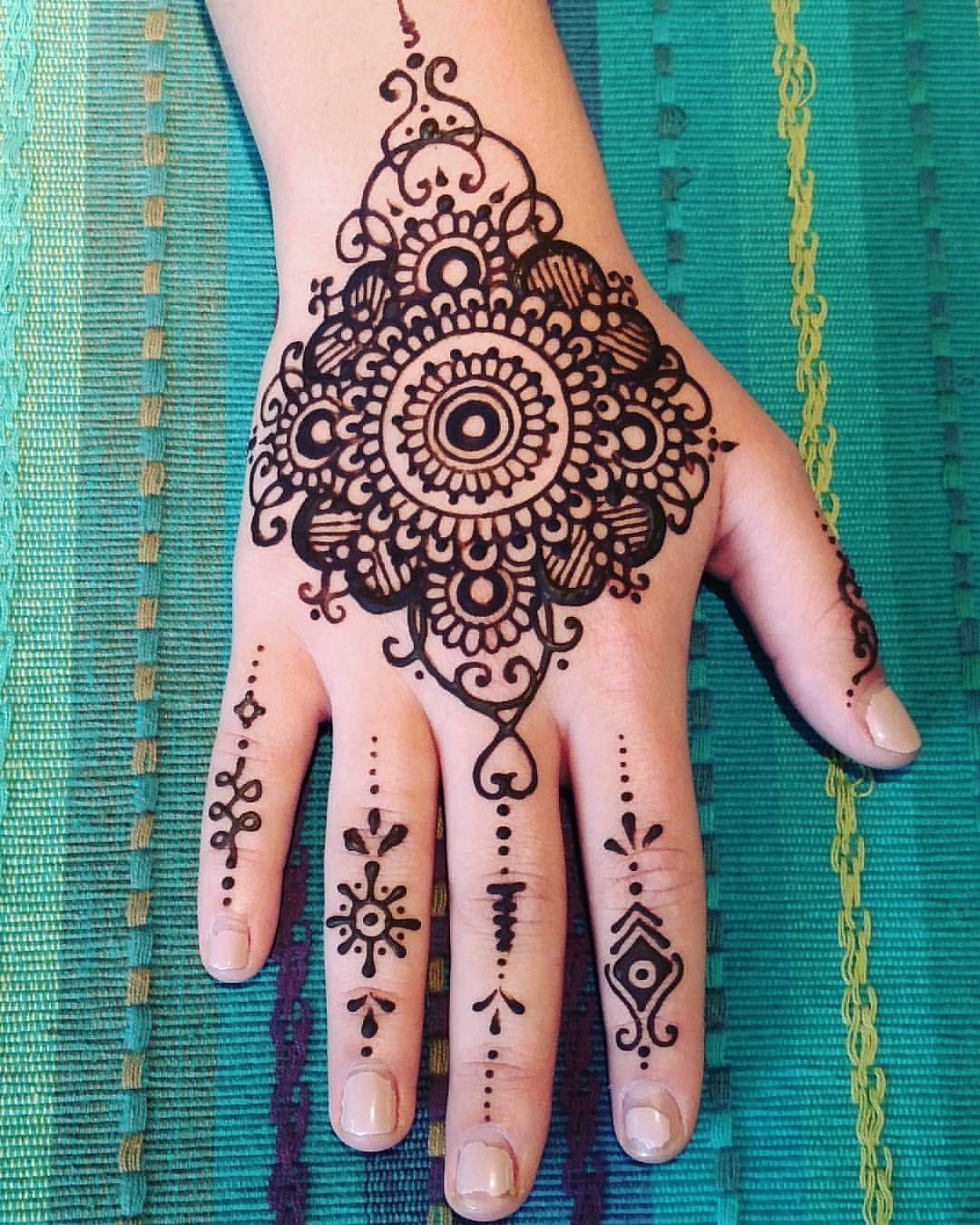 Engineering graduate breaks stereotypes with her henna art