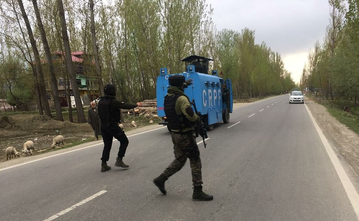 Militant killed in ongoing Shopian gunfight