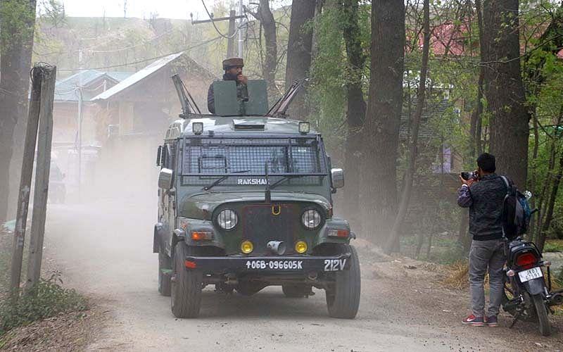 Gunfight erupts in Bijbehara