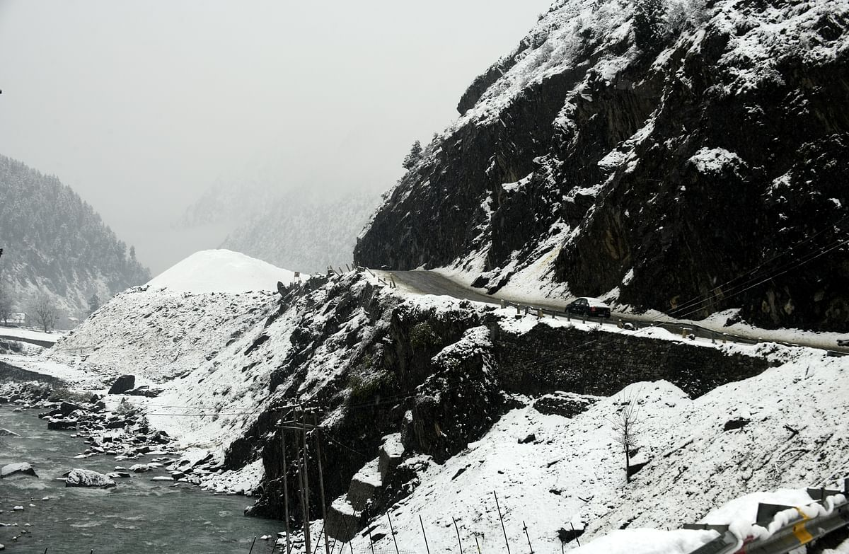 Trapped in snowfall, 20 nomadic families provided help in J&K's Kathua