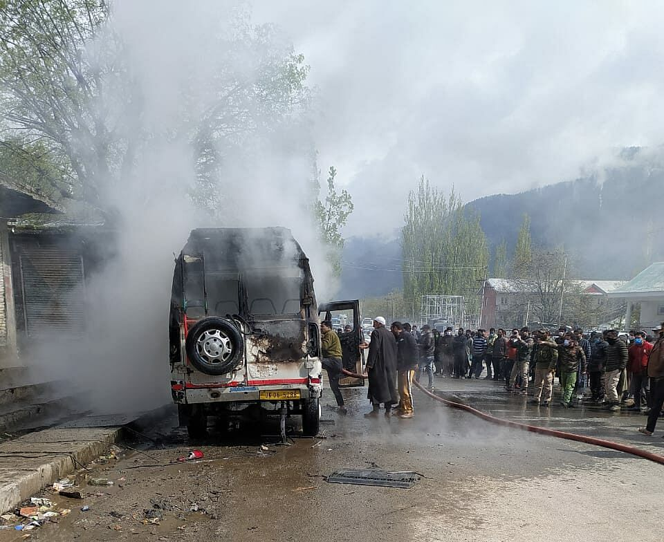 Tempo catches fire in Kangan