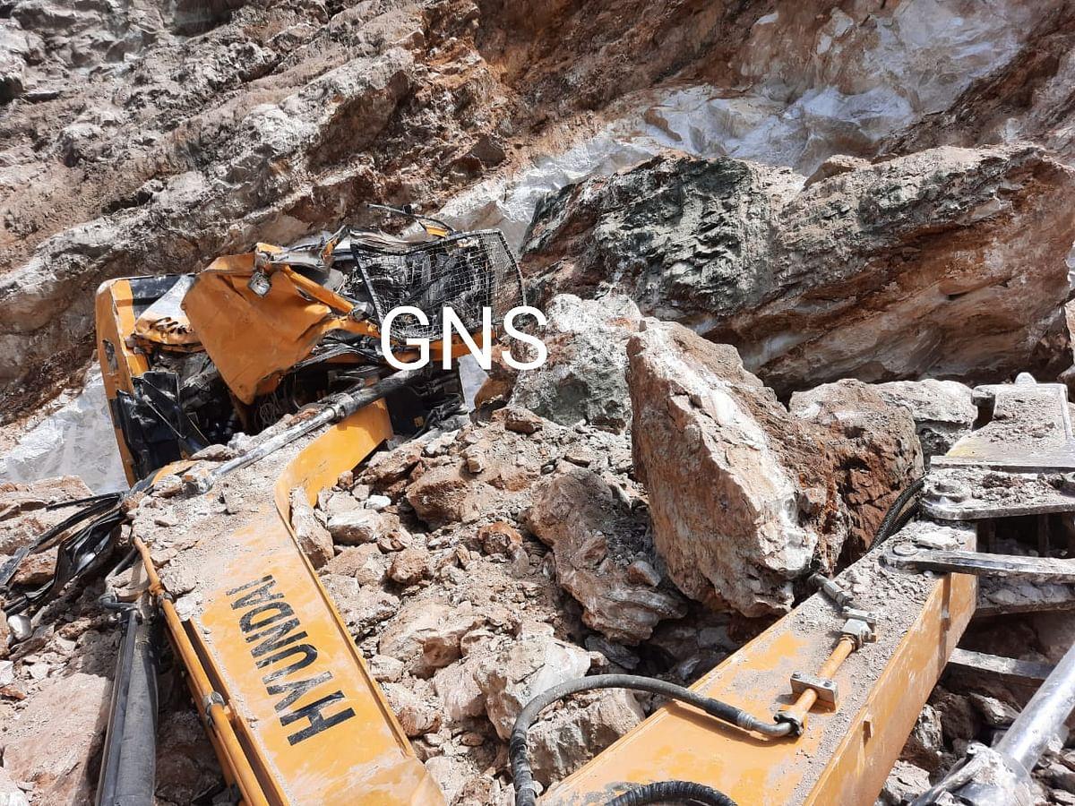 Earth mover driver killed in gypsum slide in north Kashmir's Uri