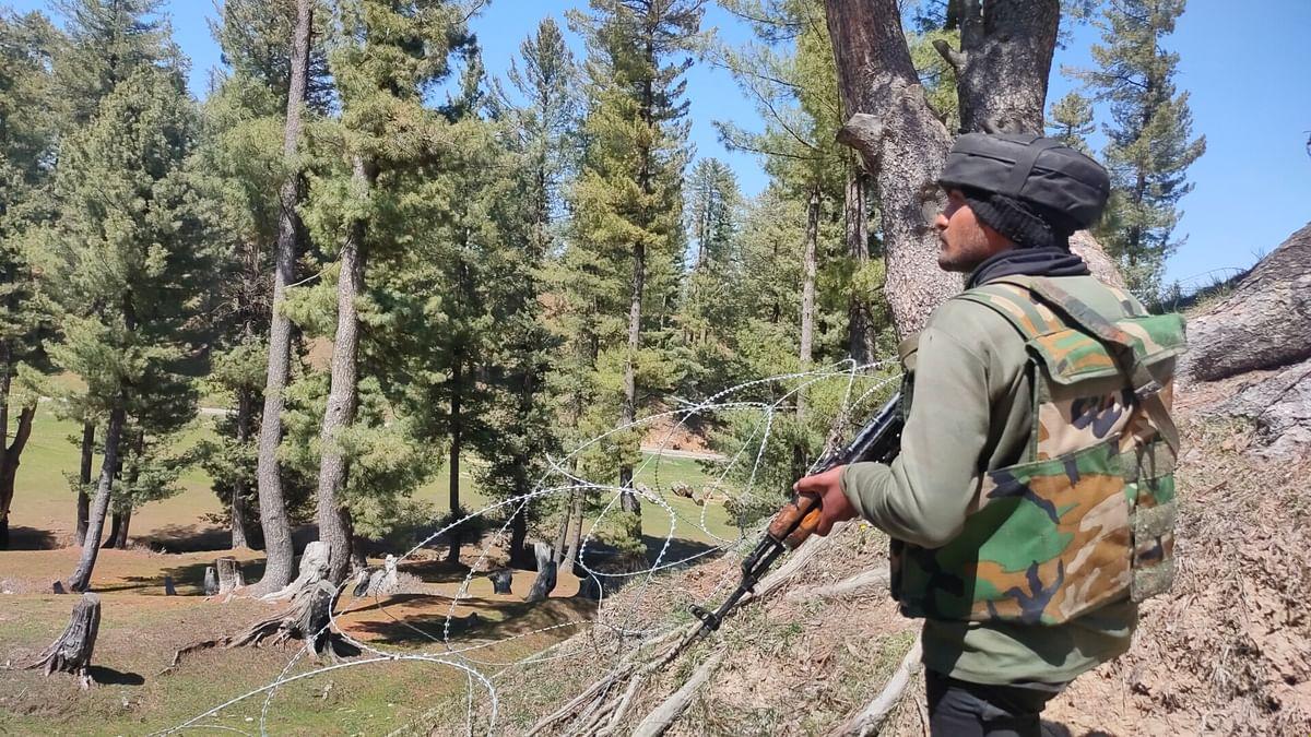 Gun battle breaks out in Shopian forests