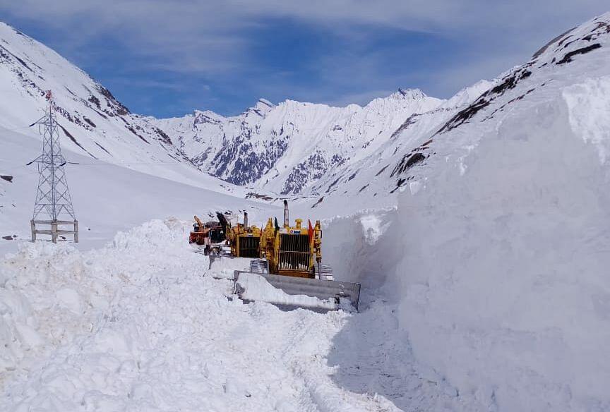 Snow clearance on Srinagar-Kargil highway in final stage