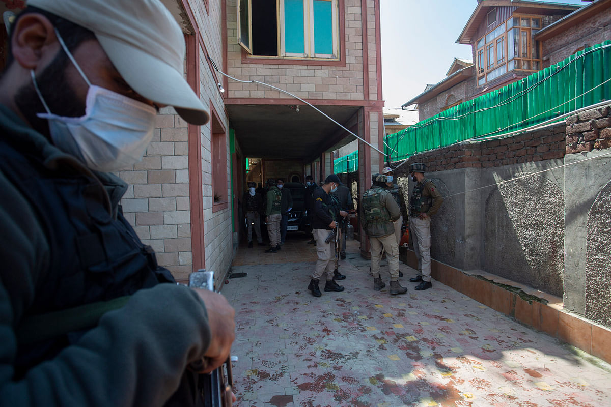 Cop killed as militants attack BJP leader's house