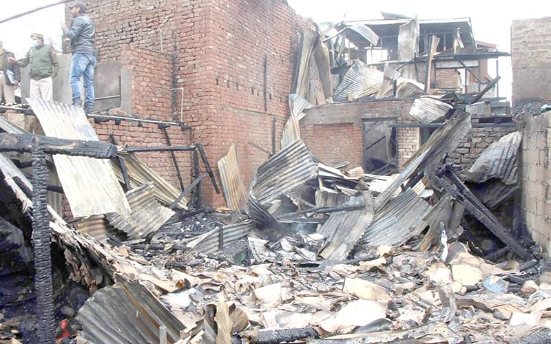 Mother-son charred to death in Haft Chinar blaze