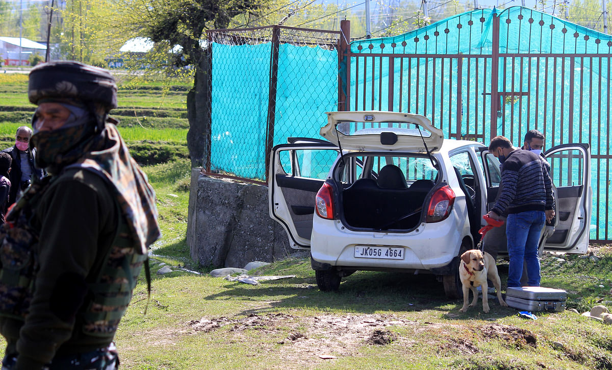 Vehicle, 12 Bore Gun used by burglars recovered from Tangmarg