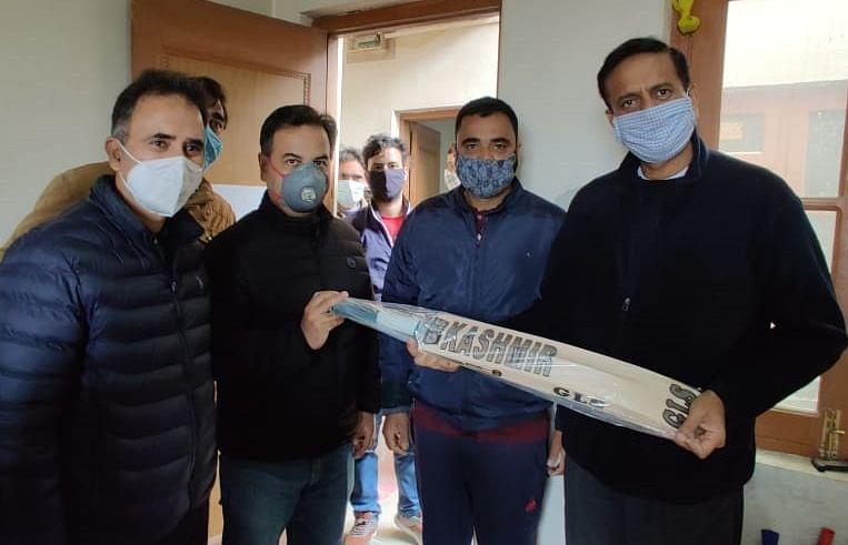 Manufacturing world class cricket bats in Kashmir
