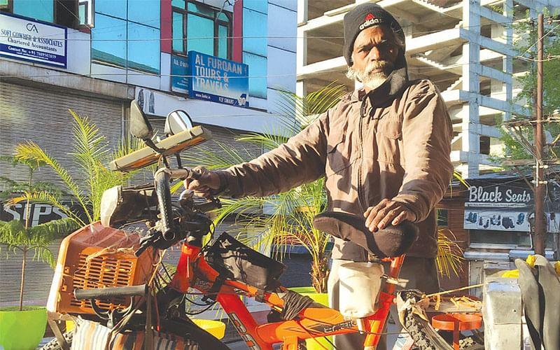 Kolkata man on cycling expedition across India to 'save water'