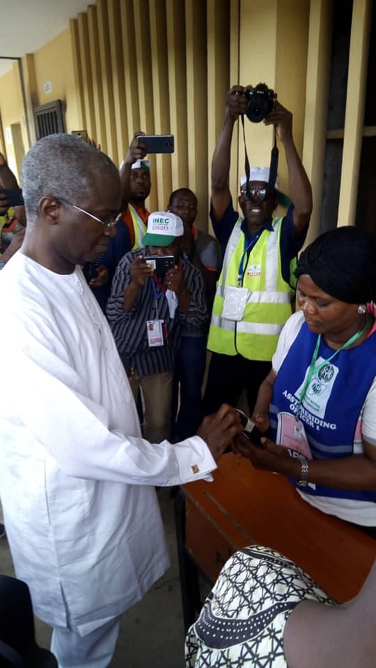 2019 Election: Fashola, Desmond Elliot Cast Their Votes After Delay