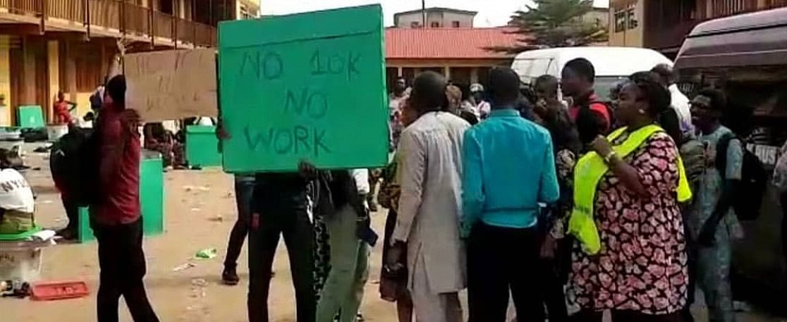 2019 Election: No 10k No Vote- Adhoc Staff Protests the Non Payment of Allowances by INEC