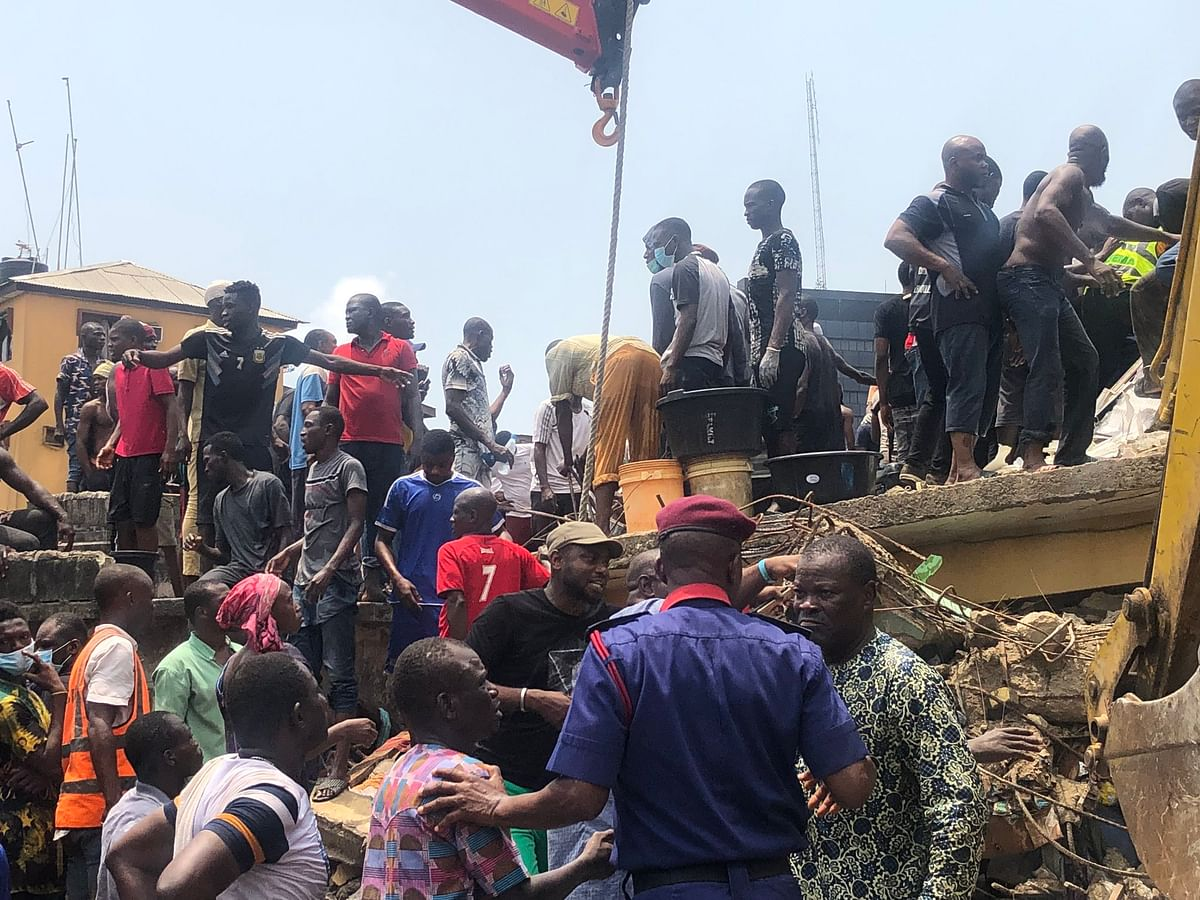 Grieving Father Threatens To Kill Himself After Losing 3 Kids In Collapsed Lagos Building