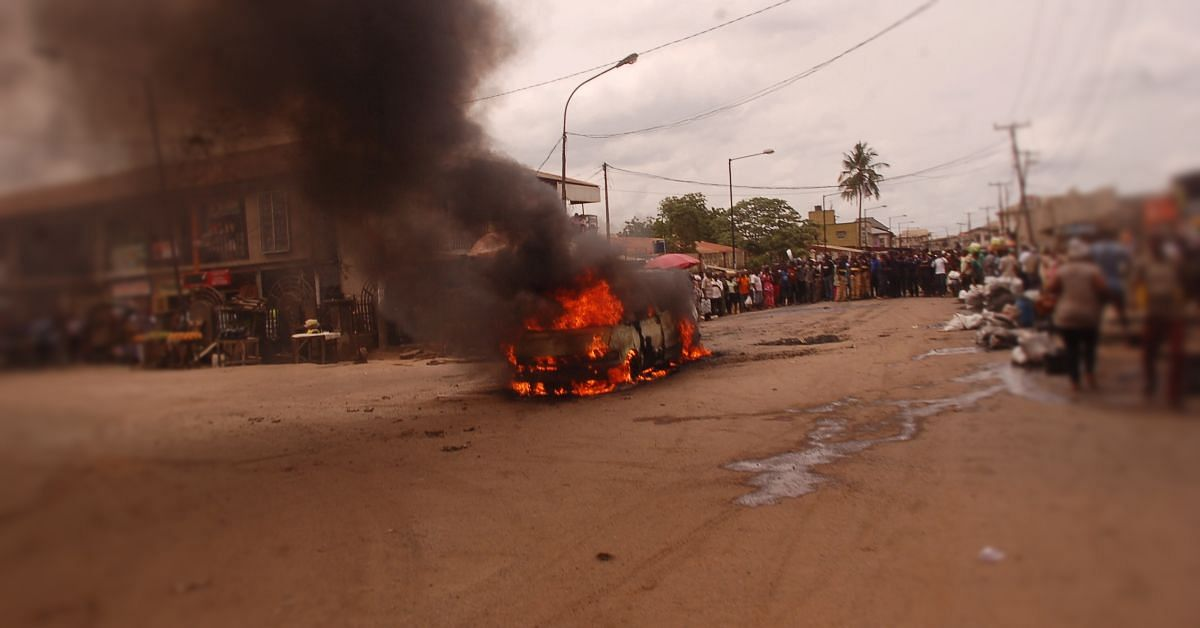 Minibus Engulfed In Flames In Agege, Causes Traffic Holdup