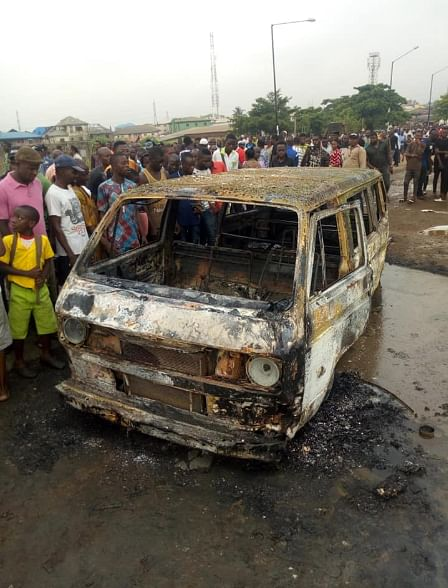 Fire Razes 18-Seater Bus In Isolo, Lagos