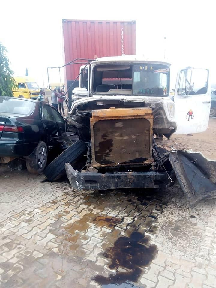 Over 25 Persons Escape Death In Lagos Road Accident