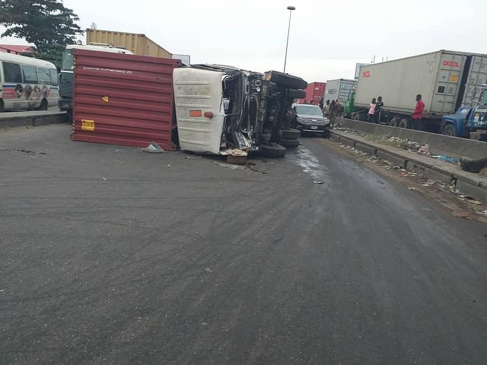 LRU Pulled A Fallen Container Truck From Cappa Road, Lagos