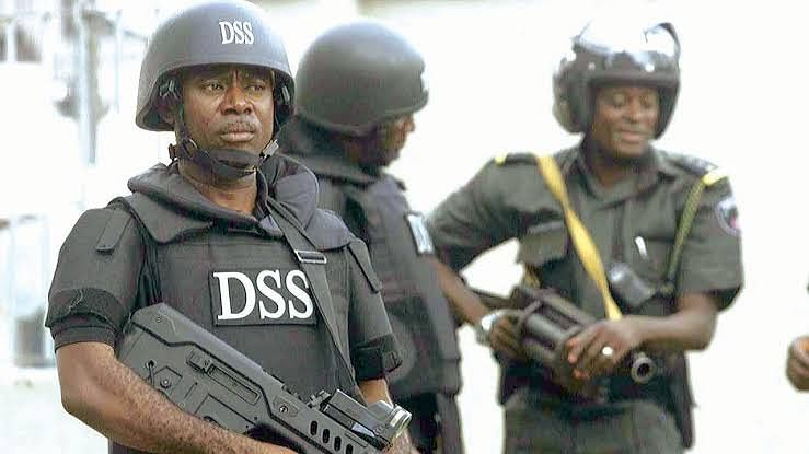 DSS Arrests Top Nigerian Journalist For Supporting #RevolutionNow On Social Media