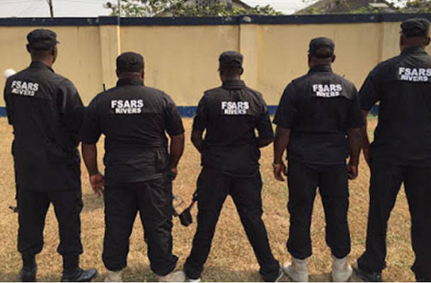 VIDEO: Onitsha Youths And SARS Clash After A Man Was Shot Dead