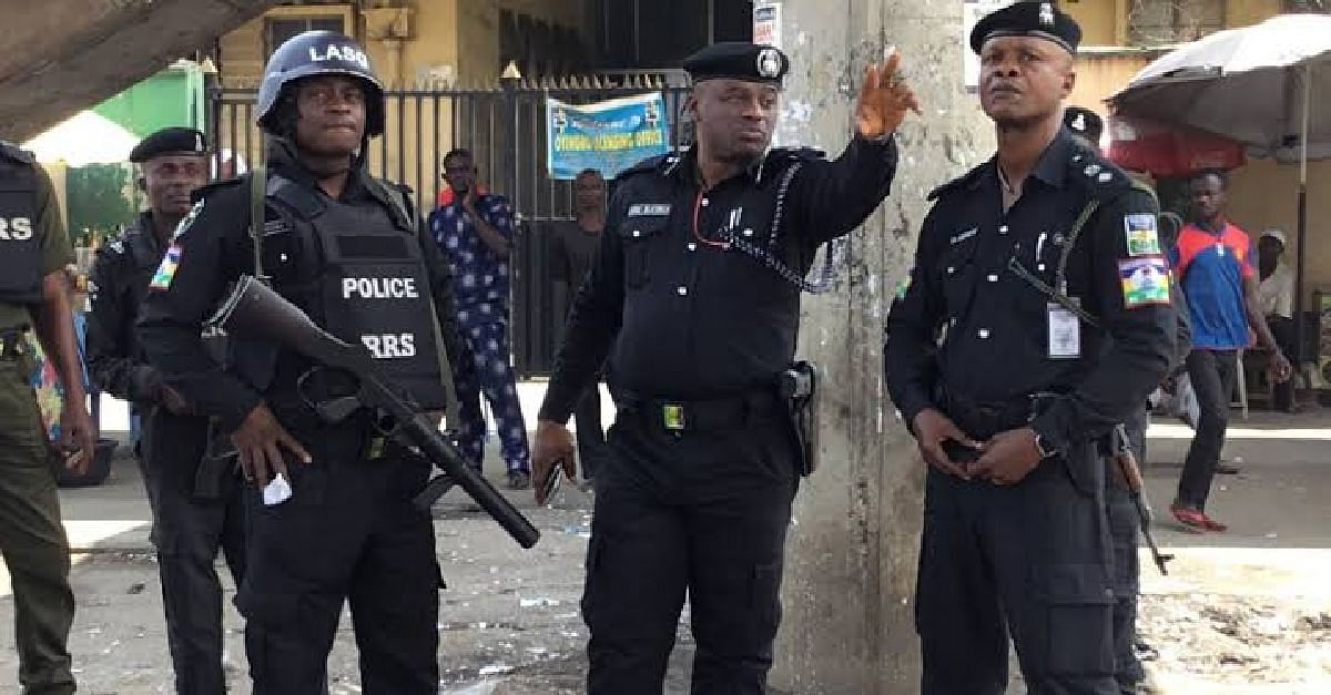 WATCH! Police Officers Assault A Lawyer In Onitsha, Anambra State