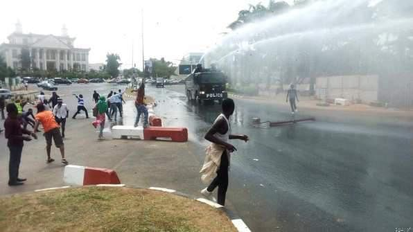 Police Disperse Protesting Shi'ites In Abuja With Gunshots