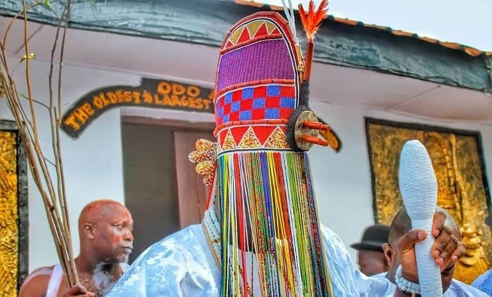 Ooni wearing the crown after 7 days seclusion