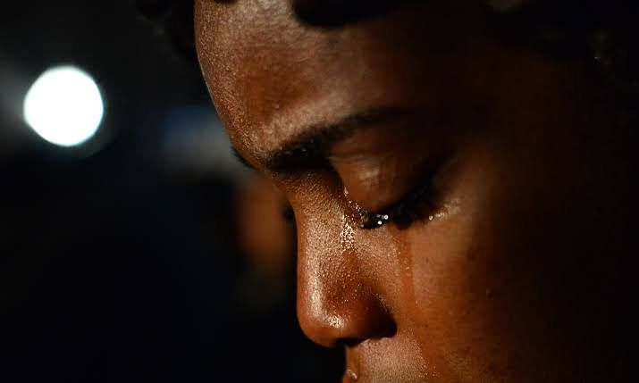 Lady In Tears After Boyfriend Informs Her Of His Wedding