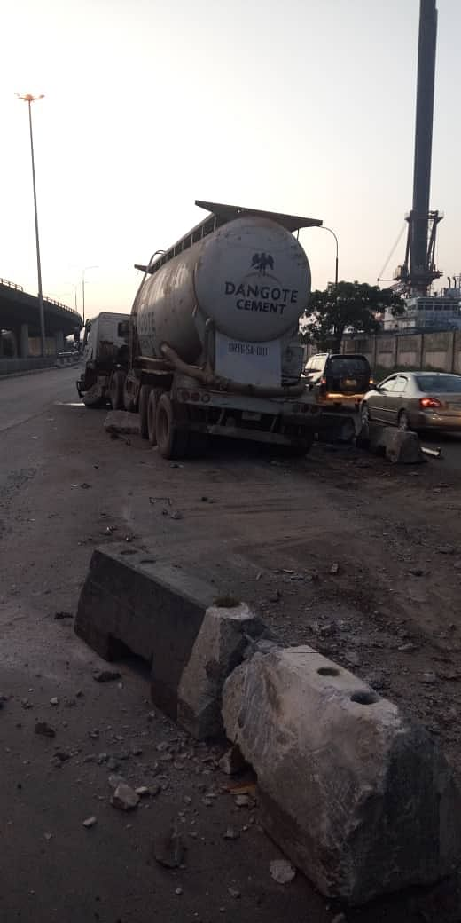 Traffic On Third Mainland Bridge As Dangote Mixer Rams Into Concrete Jersey Barrier