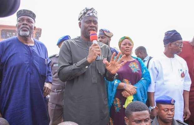Makinde Promises To Rebuild The Akesan Market
