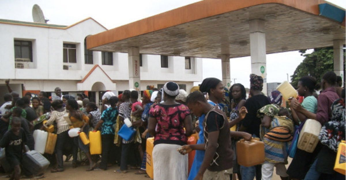 Oshiomhole Commends Buhari For Reduction Of Fuel Pump Price