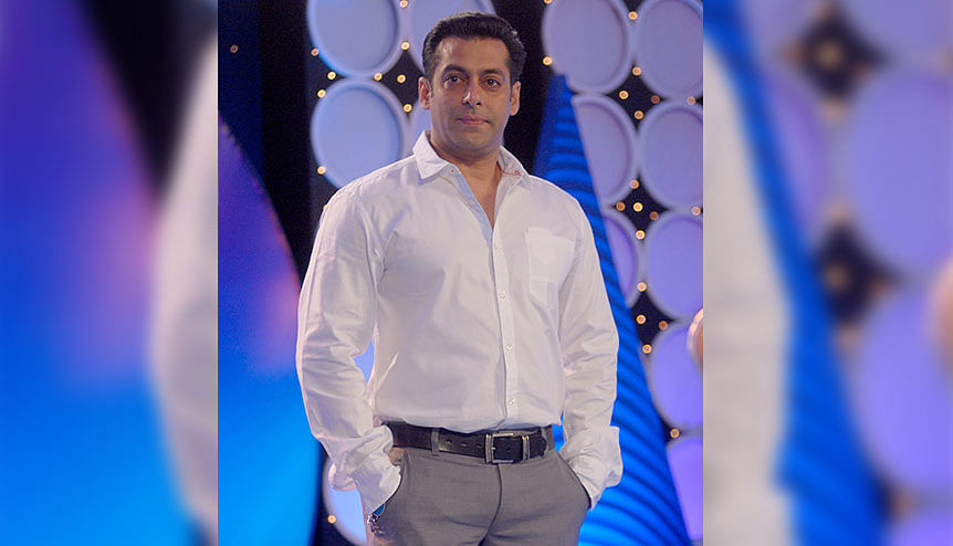 Salman Khan triggers some fitness frenzy with fans for the New Year
