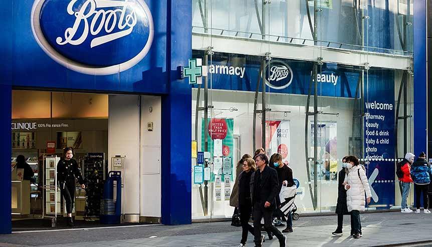 UK vaccine drive expands to High Street pharmacies