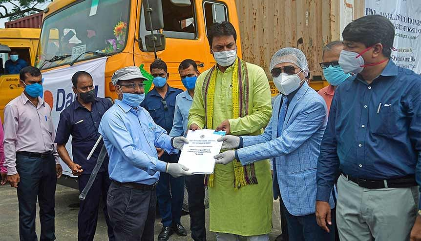 Chief Minister Biplab Kumar Deb and other officials from Bangladesh and India holding the India-Bangladesh Coastal Agreement in the inauguration of the transit goods shipment through Bangladesh at Akhaura check post.