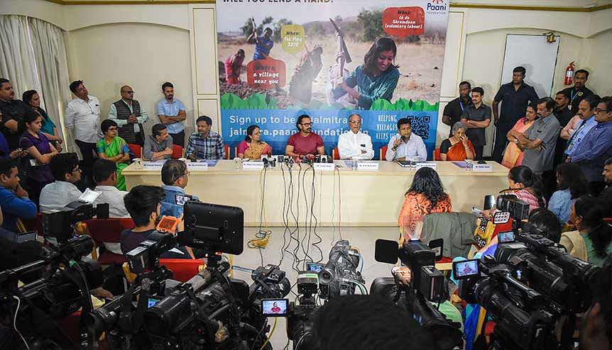 Bollywood actor Aamir Khan along with Pune collector Naval Kishore, actor and director Girish Kulkarni and Satyajit Bhatkal, CEO of Paani Foundation interact with the students and media to spread awareness about Paani Foundation.