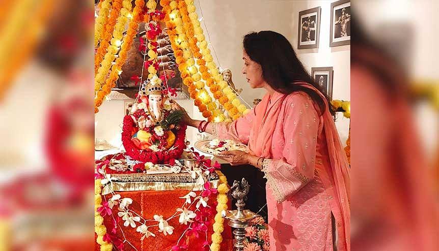 Ganpati Visarjan: Hema Malini and family bid adieu to Bappa