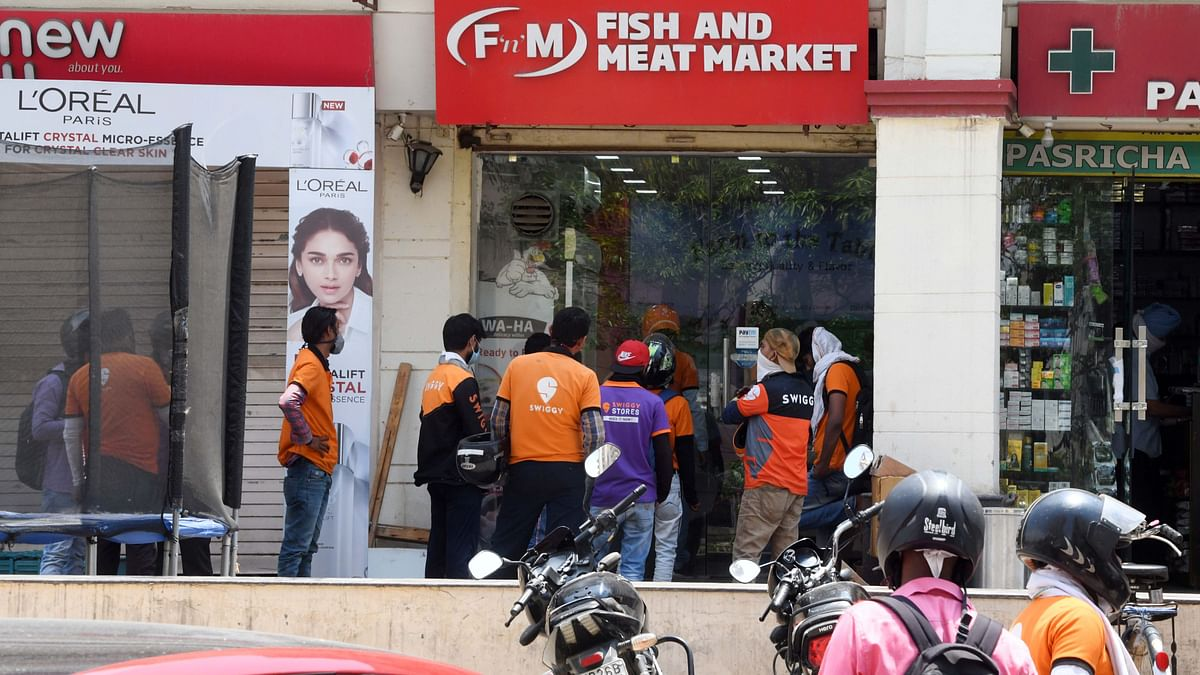 Swiggy workers waiting in the queue to pick up deliveries. The cons that revolve around the gig worker concept are minimum wage requirements, worker protection, and consumer rights.