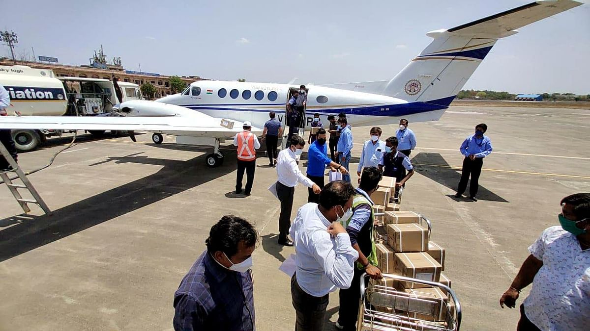 A consignment of remdesivir from Bangaluru being unloaded at the Indore airport. Half a million vials have been delivered through the country.