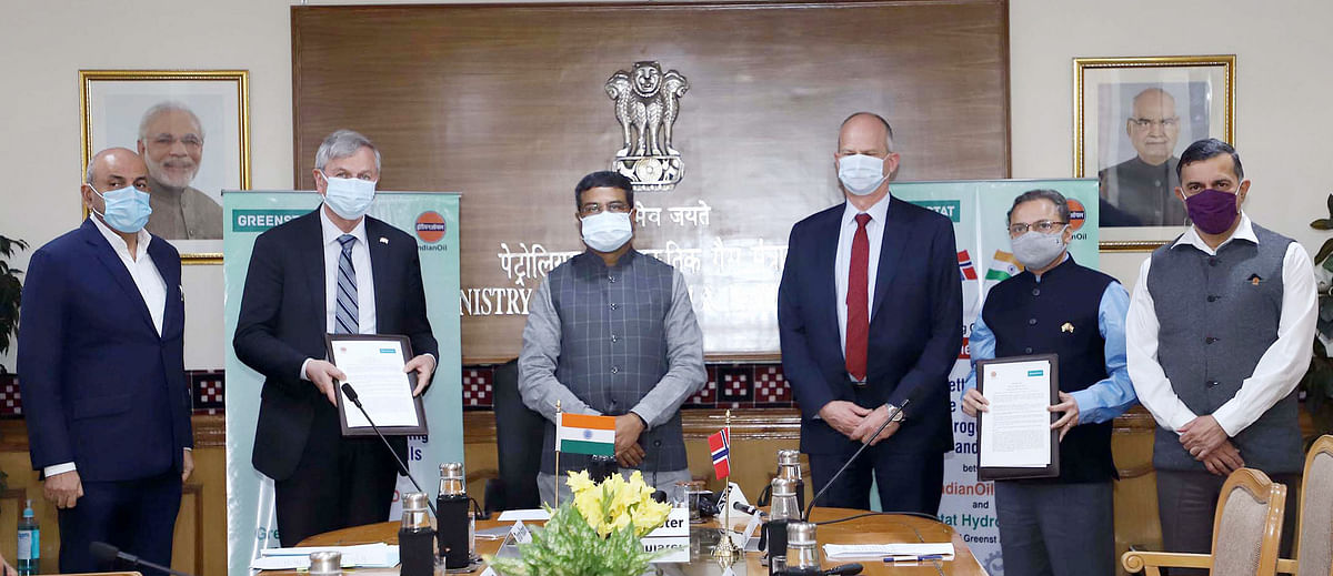 Statement of intent. Union Minister for Petroleum & Natural Gas Dharmendra Pradhan and the Norwegian Ambassador to India, Hans Jacob Frydenlund at the signing ceremony of the 'Statement of Intent' between Indian Oil R&D and Greenstat Hydrogen for setting up a Centre of Excellencee on Hydrogen, India Pvt. Ltd.
