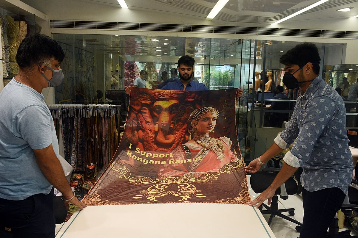 """Textiles merchants manufacturing sarees with printed """"I support Kangana Ranaut"""" at textiles market, in Surat. Despite rising exports of cotton yarn, fabrics and made-ups from India growing by as much as 69 percent this year, the EU and US have remained a challenge for Indian exporters."""