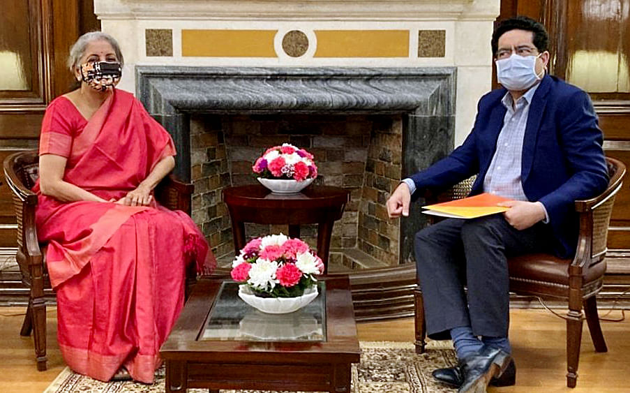 Kumar Mangalam Birla, Chairman of the Aditya Birla group with Indian Minister for Finance & Corporate Affairs Nirmala Sitharaman. The latter has gone as far as to offer his stake in Vi to any government-owned company or financial institution in the event of a buyout.