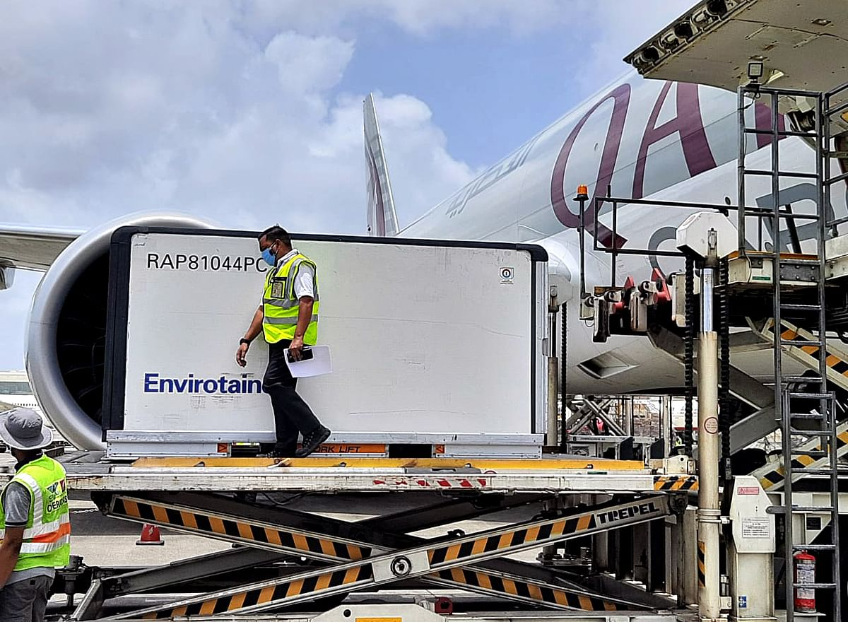 An aircraft from the US carries 50,000 vials of AmphotericinB arrives at Mumbai Airport. GoI officials believe that there is every chance of the government deciding in favour of legally indemnifying vaccine makers sooner rather than later.