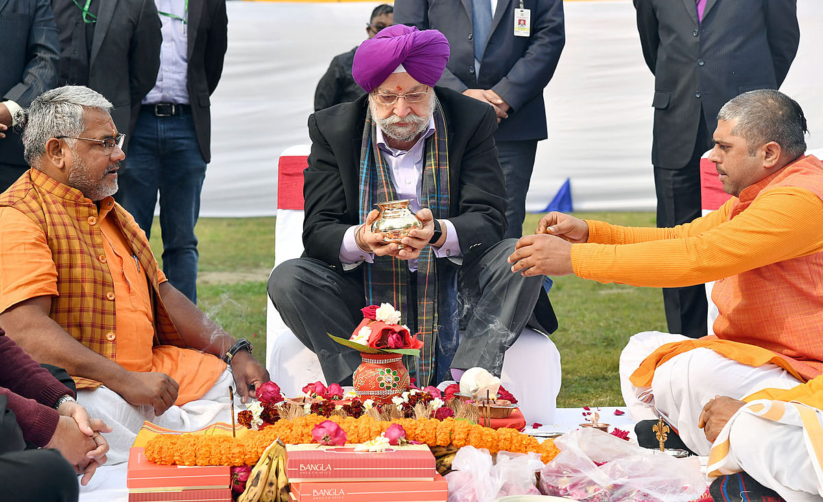 Minister of State for Housing & Urban Affairs, Civil Aviation (Independent Charge) and Commerce & Industry, Hardeep Singh Puri performing Bhoomi Puja of Central Vista Avenue, at India Gate. The project has generated a total of 426,957 employment generated in man days.