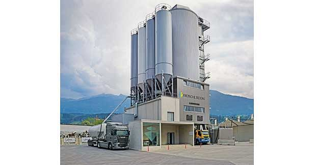 State-of-the-art concrete mixing tower from Liebherr