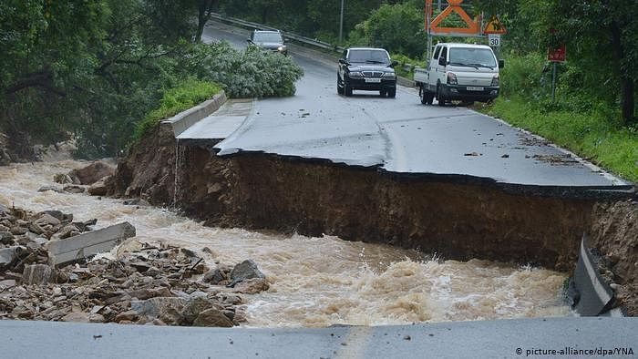 Major Seoul highways partly closed, flood alerts issued